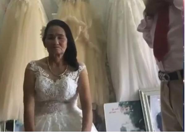Video: Cô dâu Nghệ An 70 tuổi thử váy cưới với thanh niên trẻ, nhưng sự thật đằng sau mới là điều gây bất ngờ
