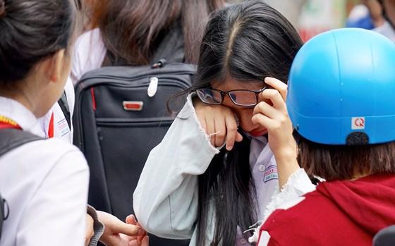 Tuyển sinh lớp 10: Đề môn Toán khó, nhiều thí sinh bật khóc