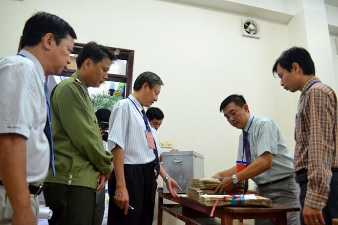 """Nhật ký kỳ thi THPT Quốc gia: 14 ngày không thấy """"ánh dương"""", chia ca tắm giặt như ở trọ của cán bộ in sao đề thi"""