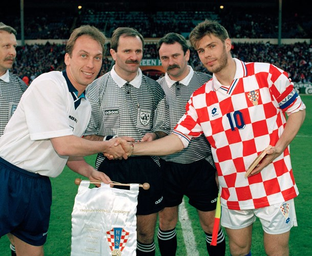 Lần đầu tiên 2 đội gặp nhau là vào ngày 24/4/1996. Đó là trận giao hữu tại sân Wembley (Anh) giữa đội sẽ là chủ nhà của VCK EURO 96 và đội bóng trẻ vừa tách ra từ Nam Tư (cũ). Chủ nhà Anh khi đó đã hòa 0-0 Croatia.