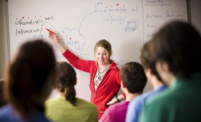 """Các trung tâm ngoại ngữ """"phù phép"""" thầy Tây ra sao để """"móc túi"""" học viên?"""
