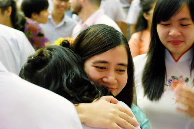 Cô giáo ra đề Văn yêu cầu viết thư gửi ba mẹ khiến cả học sinh lẫn phụ huynh phát khóc