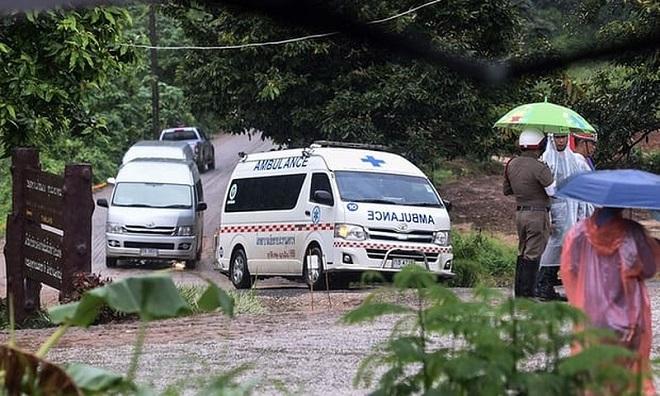 Giải cứu thành viên thứ 9 đội bóng Thái mắc kẹt, còn lại 4 người trong hang