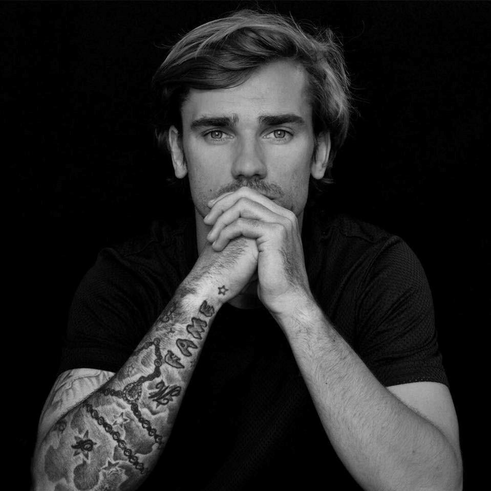 Cầu thủ 28 tuổi này đang chơi cho câu lạc bộ Atletico Madrid của Tây Ban Nha. Anh được xem là một trong những chân sút hàng đầu thế giới, có khả năng cạnh tranh danh hiệu Quả bóng vàng FIFA.
