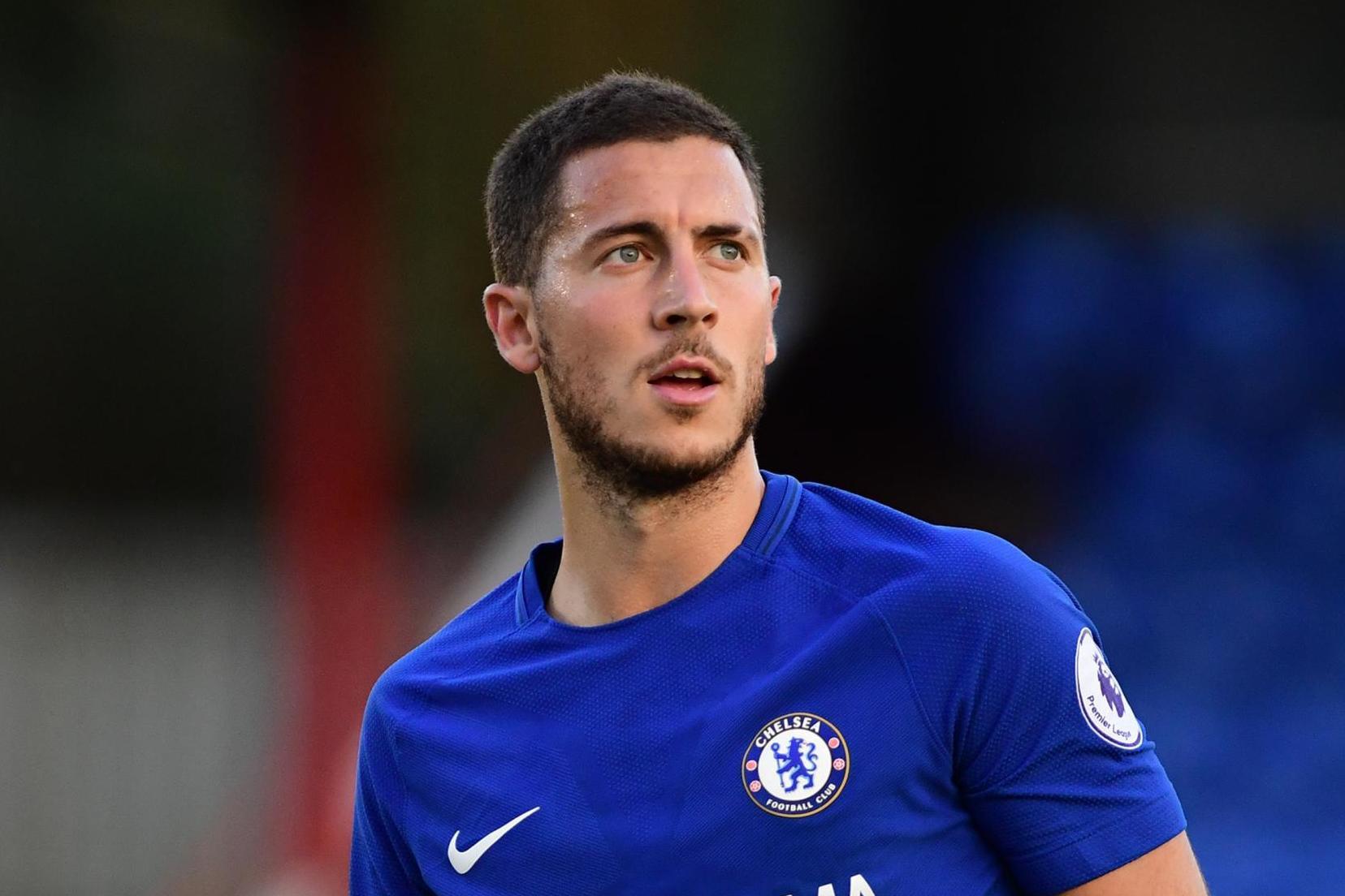 """Không ít fan nữ ở Việt Nam hâm mộ Chelsea nên hẳn cũng không lạ gì """"cục cưng"""" của đội tuyển Bỉ Eden Hazard. Thật đáng tự hào cho người Bỉ khi anh chàng là ngôi sáng nhất không chỉ bởi tài năng mà cả ngoại hình """"chuẩn men""""."""
