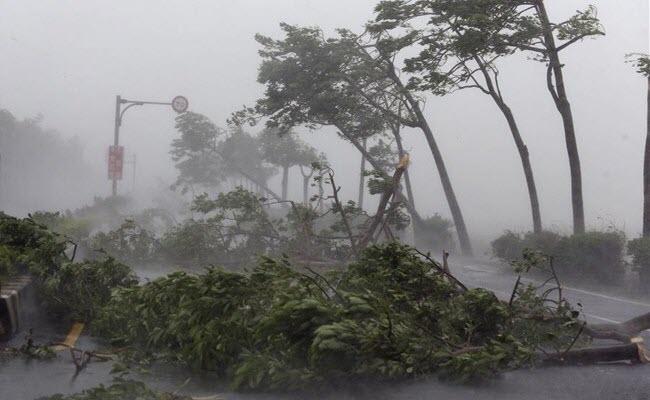 Tâm bão số 3 chỉ còn cách đất liền các tỉnh từ Thanh Hoá đến Quảng Bình 170 km