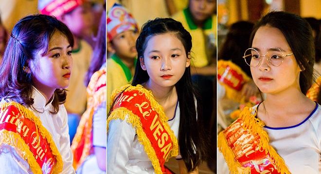 Vẻ đẹp thuần khiết của nữ sinh Hà Nam dâng hoa trong đại lễ Phật đản