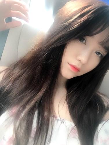 """Ngoài giờ học, Kiều Anh tranh thủ các buổi chiều hoặc tối để """"streaming"""". Thi thoảng cô nàng cũng ra ngoài tụ tập cà phê với bạn bè để thư giãn."""