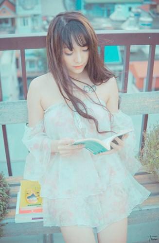Sở hữu gương mặt sáng sủa, thân hình thon thả, ngoài bình luận game, Kiều Anh còn được biết đến với vai trò người mẫu ảnh.