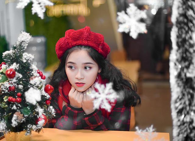 Sưởi ấm trái tim với loạt ảnh đón Giáng sinh của nữ sinh xinh đẹp trường THPT Nguyễn Bỉnh Khiêm