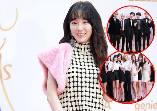"""Cả dàn idol đình đám đều """"tuân thủ"""" dresscode, riêng Taeyeon đã """"đi lẻ"""" lại còn """"lạc quẻ"""" ngay giữa thảm đỏ giải """"Đĩa vàng"""" Golden Disk Award"""