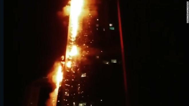 Chung cư 86 tầng ở Dubai cháy dữ dội, hàng ngàn người sơ tán khẩn cấp