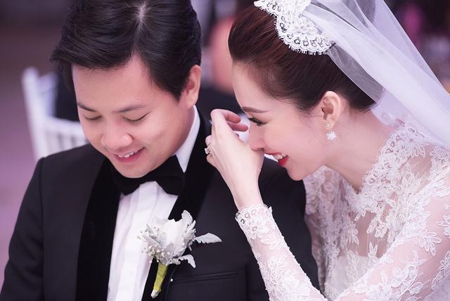 """Giữa tiệc cưới, chồng Đặng Thu Thảo xấu hổ vì bị em trai """"bóc mẽ"""" các chiêu tán gái kinh điển"""