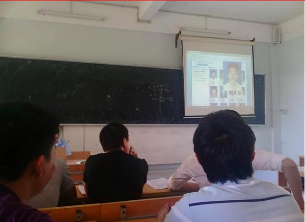 """Sinh viên """"chạy đâu cho hết nắng"""" với 1001 biện pháp điểm danh bằng công nghệ của thầy cô"""