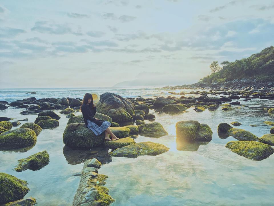 """Lộ diện """"bãi đá rêu xanh"""" đẹp lịm tim, tha hồ thích thú cho tín đồ mê Đà Nẵng"""