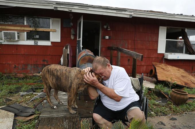 Những hình ảnh tàn khốc ở bang Texas - Mỹ sau khi siêu bão Harvey đi qua