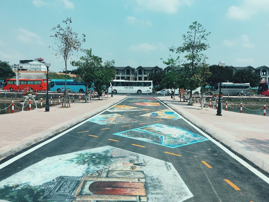 """Ơn giời, cuối cùng Hà Nội cũng có """"Con đường tình yêu"""" tuyệt đẹp và wifi miễn phí trên phố đi bộ Tây Hồ"""