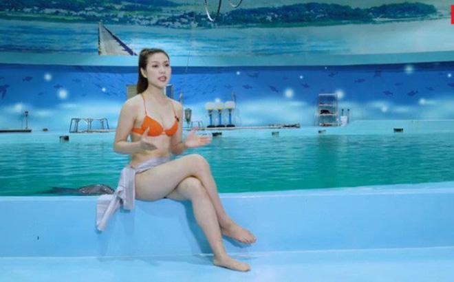 Clip MC kênh truyền hình Việt mặc bikini dẫn World Cup bị chỉ trích dữ dội