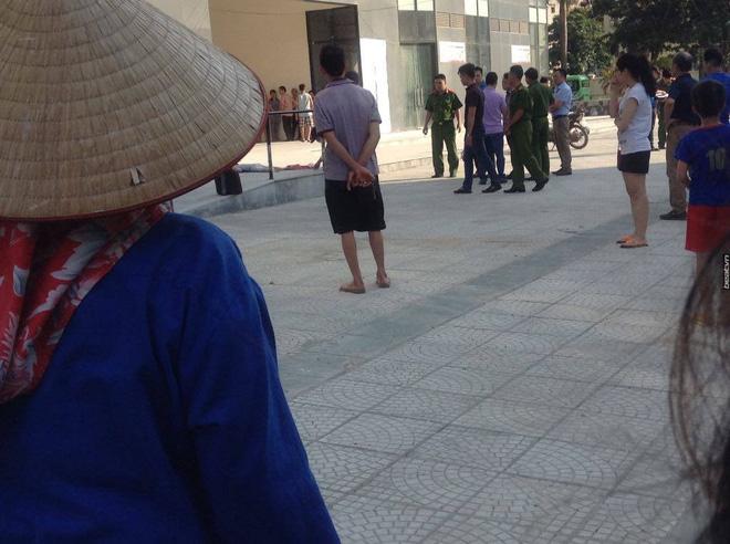 Bé trai 5 tuổi tử vong sau cú ngã từ tầng 17 chung cư tại Hà Nội