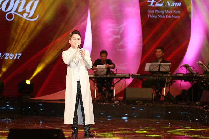 Ca sĩ Tùng Dương bị cắt tiết mục tại đêm nhạc trực tiếp vì đi trễ