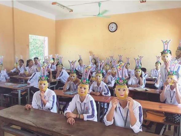 Lớp nhà người ta: Mặc đồng phục chỉnh tề, đeo mặt nạ Tề Thiên Đại Thánh vui Trung thu