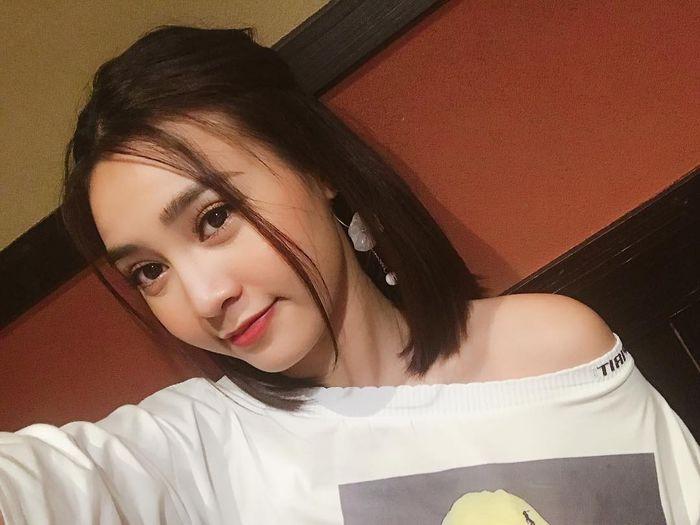 Tranh thủ làm mới đầu năm, Bảo Anh bất ngờ xuống tóc, Quỳnh Anh Shyn, Chi Pu rủ nhau theo đuổi phong cách retro