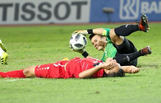 Thủ môn Bùi Tiến Dũng 5 trận chưa nhận bàn thua vẫn chưa phá kỷ lục giữ sạch lưới ASIAD