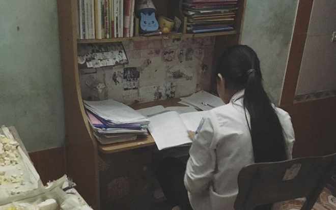 Chị gái 22 tuổi tâm sự thương cảm về áp lực học tập của em gái khiến ai cũng xót xa