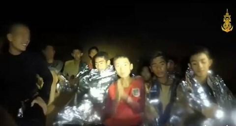 13 thành viên đội bóng Thái có thể phải ở lại hang Tham Luang tới 4 tháng để chờ nước rút
