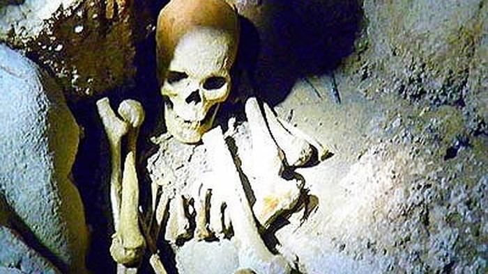 """2 bộ hài cốt trong hang núi nghi là của đôi tình nhân """"huyền thoại"""" 26 năm mất tích"""