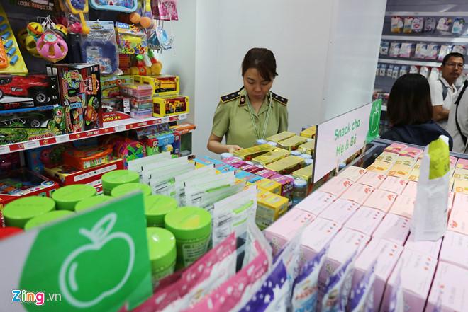 Sau nghi vấn cắt nhãn cũ, thay nhãn mới cho mặt hàng, chuỗi siêu thị mẹ bầu và em bé bị thanh tra toàn diện