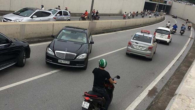 Chủ sở hữu chiếc xe Mercedes biển ngũ quý nghênh ngang đi ngược chiều trong hầm đường bộ là một công ty