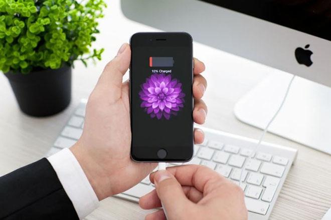 Đối mặt nguy cơ bị chính phủ xử lý vụ cố tình làm chậm iPhone cũ, Apple cho người dùng hạ cấp iOS