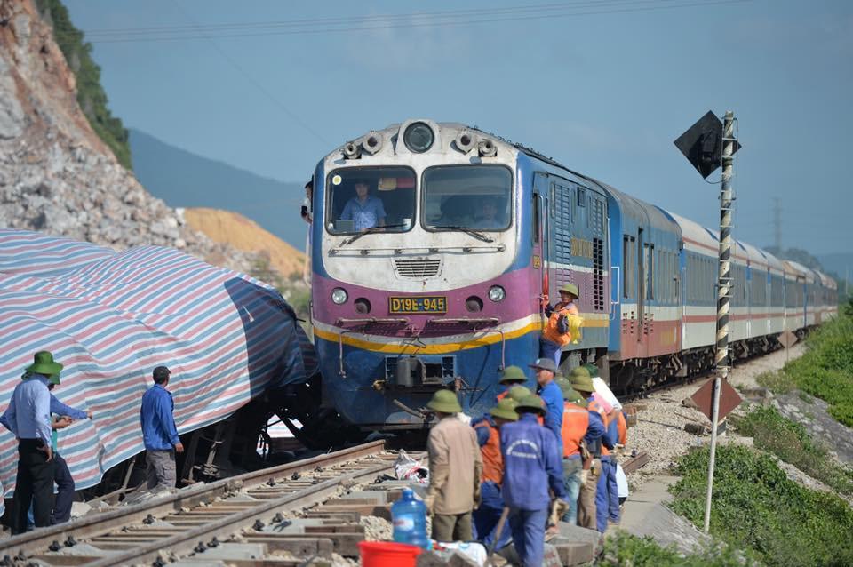 Đường sắt Bắc Nam thông tuyến trở lại sau vụ tai nạn làm lái tàu và phụ lái thiệt mạng