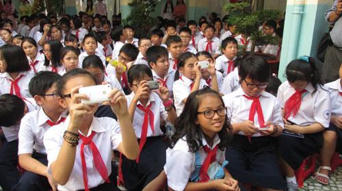 Hà Nội sẽ cấm giáo viên, học sinh dùng điện thoại trong giờ học và giờ sinh hoạt lớp