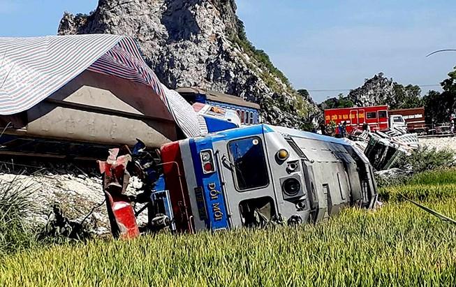 Khởi tố 2 nhân viên gác barie liên quan vụ tai nạn đường sắt làm 2 người thiệt mạng