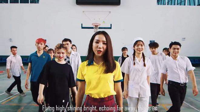 """Sinh viên khoa Quốc tế - ĐHQGHN thể hiện tình yêu trường lớp với MV """"cây nhà lá vườn"""""""