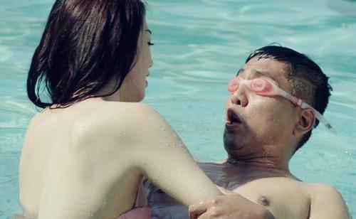 Tâm sự của một nam huấn luyện viên dạy bơi về chuyện khó xử khi dạy nữ học viên