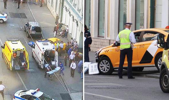 Tông xe vào nhóm cổ động viên World Cup, tài xế taxi bị cả phố đuổi đánh