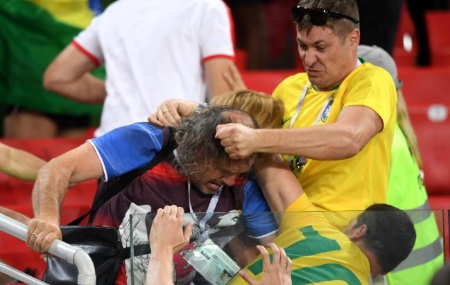 Vụ ẩu đả đầu tiên trên khán đài World Cup 2018 đã xảy ra giữa CĐV Brazil và Serbia