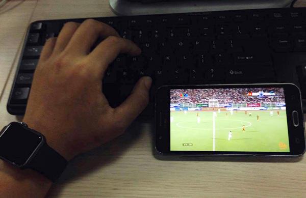 """Dân công sở lo """"trốn việc"""" xem đội tuyển U20 Việt Nam đá World Cup"""