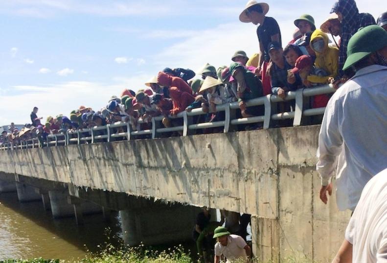 Giận chồng, vợ mang bầu ôm 2 con nhỏ nhảy xuống sông tự sát, không ai kịp cứu