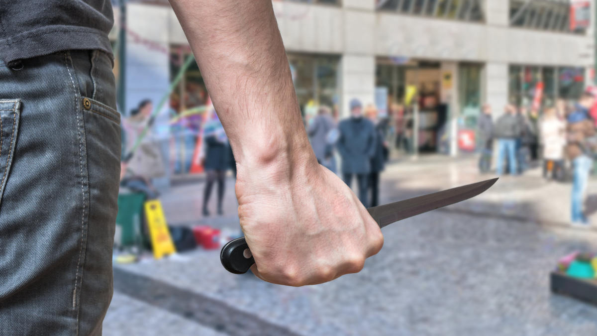 """Kẻ """"trả ơn"""" thanh niên cứu người bằng nhát dao có thể chịu tội giết người"""