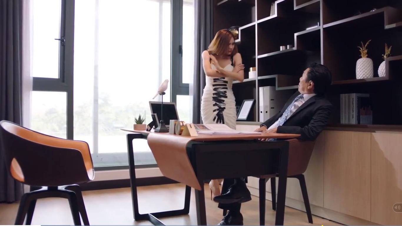 Bị Minh Hằng đá xéo scandal cũ trong MV mới, Hà Hồ nổi điên dằn mặt đàn em cay cú thế này!