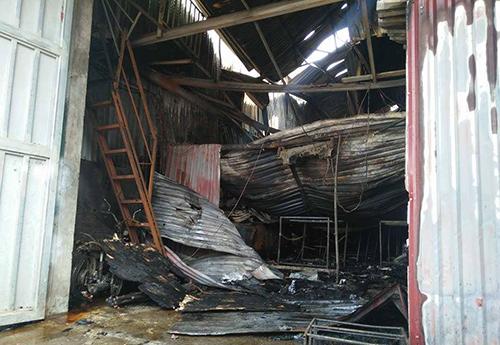Nổ xưởng kẹo gây cháy lớn: 10 công nhân mắc kẹt, 8 người tử vong