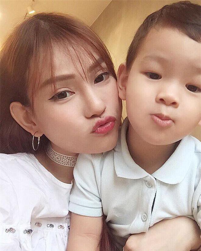 Thu Thủy và con trai