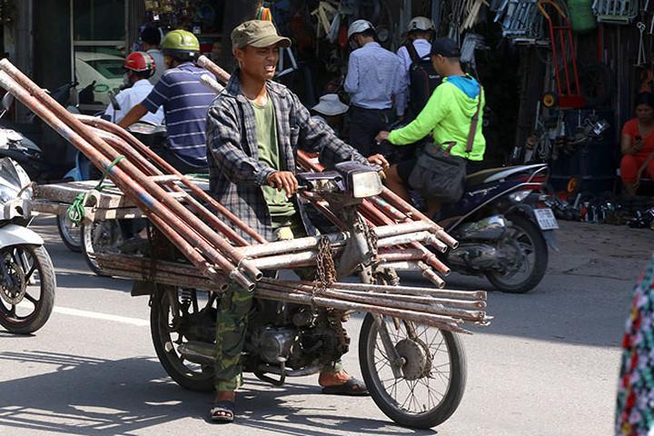 Xử lý xe máy cũ nát ra sao khi chưa có văn bản luật nào quy định?